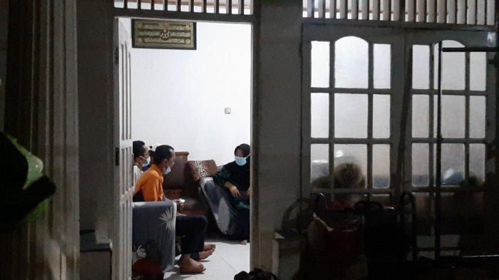 Begini Suasana Terkini di Kediaman Terduga Teroris yang Serang Mabes Polri Sore Tadi