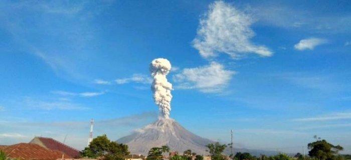 Guguran Awan Panas Gunung Sinabung Meluncur Hingga 4.000 Meter di Sungai Lau Borus